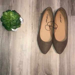 ‼️SZ 8 TAN WET SEAL FLATS‼️